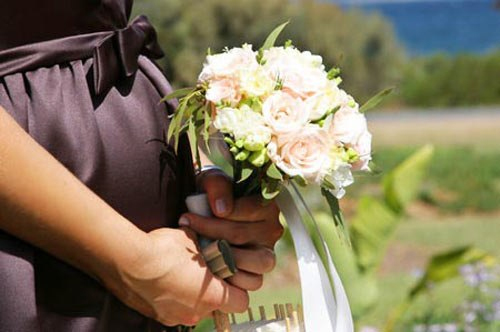 Không được đám cưới đàng hoàng vì lỡ có thai trước