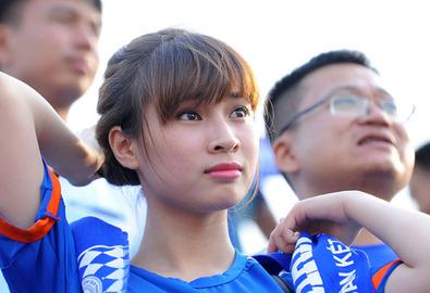 Người đẹp Than Quảng Ninh khoe sắc trên khán đài Long An