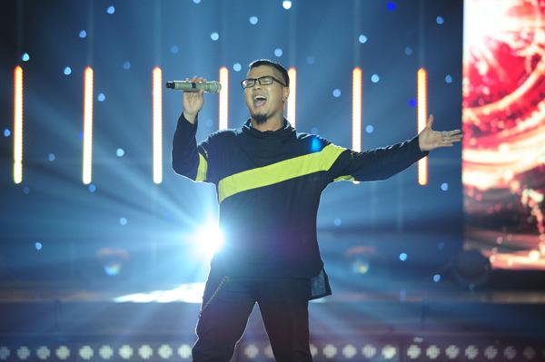 Riêng Tuấn Khanh, giọng ca chính của nhóm Microwave được Phương Uyên dành tặng cho cụm từ 'của hiếm'. Anh hát rock Feeling good với phong cách rockballad, lúc êm dịu, lúc lại dữ dội.