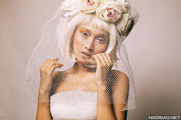 Khánh Ngọc hóa cô dâu búp bê ấn tượng