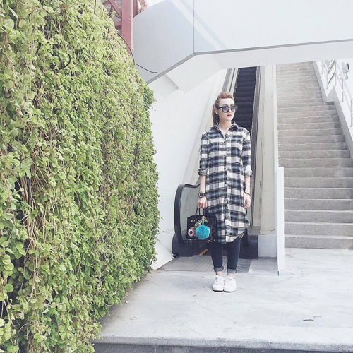 Yến Nhi thể hiện sự sáng tạo trong việc mix đồ với những mẫu váy, áo oversized.