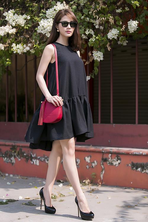 """Thiết kế váy áo """"thùng thình"""" được yêu thích bởi nó giúp các người đẹp """"giải phóng cơ thể"""" một cách hiệu quả nhất trong những ngày nhiệt độ lên cao."""