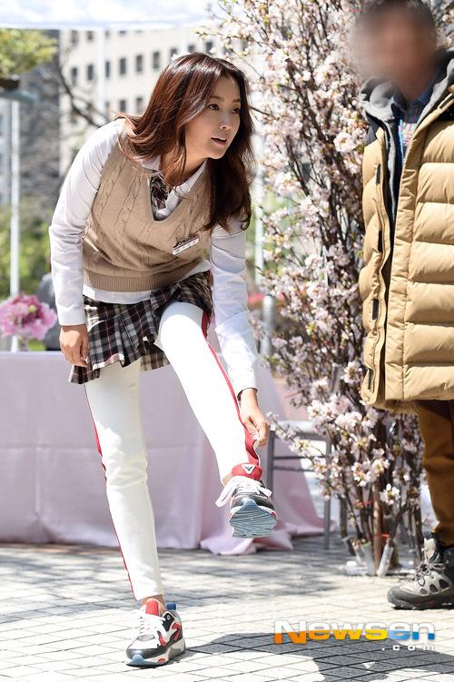 kim-hee-sun-2-9314-1429602888.jpg