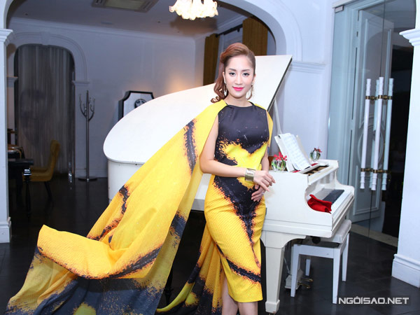 Thời trang bầu quyến rũ của Khánh Thi