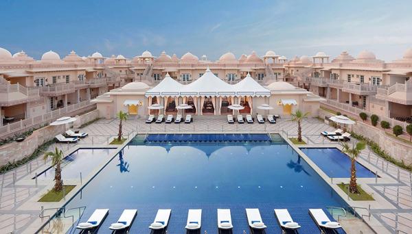 Khách sạn Grand Bharat (Gurgaon, Ấn Độ) có tới 100 phòng và 4 villas cao cấp.