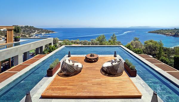 Mandarin Oriental (Bodrum) thuộc một trong những resort cao cấp nhất của người Thổ Nhĩ Kỳ. Nó có 109 phòng hướng ra biển và dành giải khách sạn ven biển đẹp nhất do CNN Traveler bình chọn.