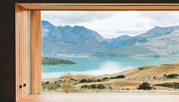 Tuy chỉ có 20 phòng nhưng khách sạn ven hồ Wakatipu của New Zealand - Aro Ha vẫn là cái tên hàng đầu cho giới nhà giàu lựa chọn bởi các phòng tiện ích chăm sóc sức khỏe hoàn hảo cho khách hàng như yoga, thư giãn và cả thức ăn an toàn.