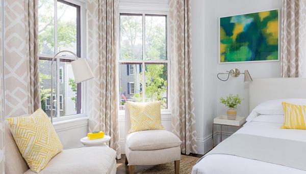Toàn bộ nội thất của 21 Broad (Nantucket, Massachusets) được thiết kế theo phong cách hiện đại và trẻ trung.