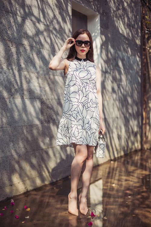 Mặc đẹp ngày hè với tông màu trắng xanh thanh nhã 12