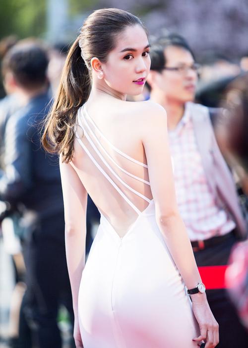 Ngoc-Trinh-3302-1429949430.jpg