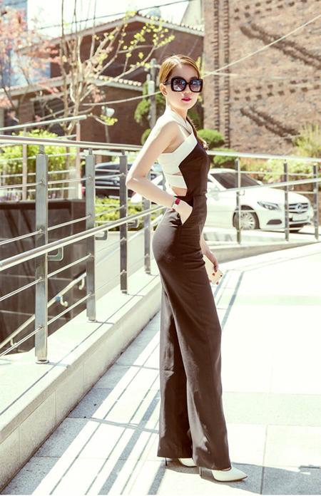 Hôm 20/4, Ngọc Trinh cùng các đồng nghiệp hào hứng sang Hàn Quốc  chuẩn bị cho đêm trao giải Festival Model Awards 2015. Trước khi nhận   giải Nữ hoàng Bikini châu Á, búp bê 9x tranh thủ đi dạo, ngắm cảnh   đường phố xứ kim chi.