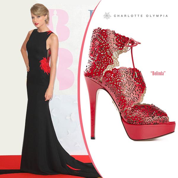 Ngắm những đôi sandal đẹp và độc của sao năm 2015