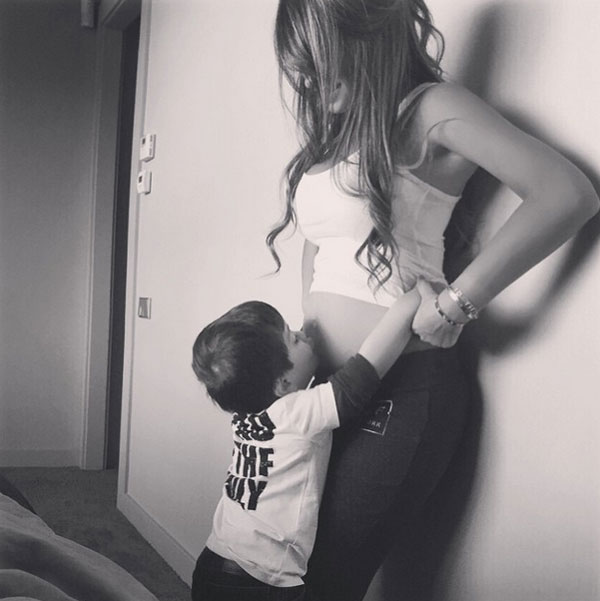 Messi khoe ảnh Antonella lộ rõ bụng bầu, xác nhận tin đồn sắp có em bé thứ hai rộ lên từ hồi tháng hai.