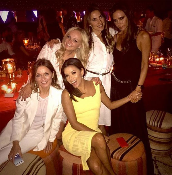 Nữ diễn viên Eva Longoria gây chú ý khi chia sẻ ảnh chụp cùng 4 thành viên của nhóm Spice Girls đình đám mộ