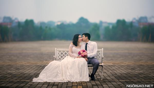 Ảnh cưới đẹp tại trường đại học xanh mát ở Hà Nội