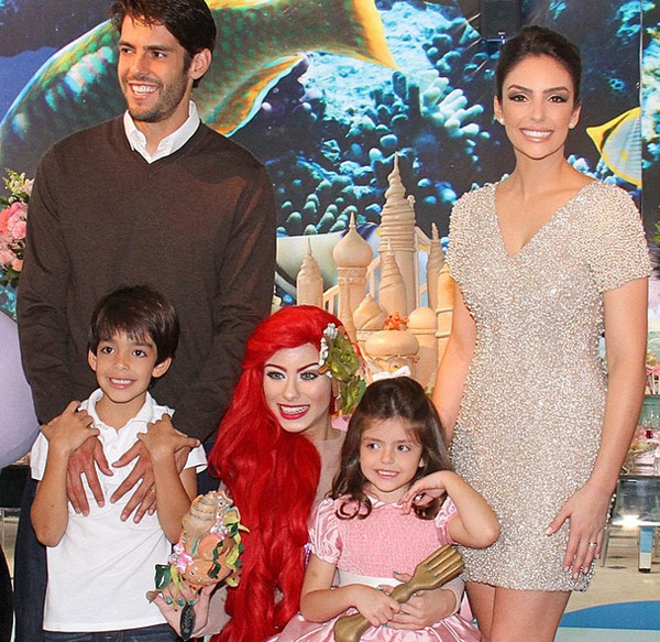 Gia đình hạnh phúc, hoàn hảo của Kaka khiến nhiều người ngưỡng mộ.