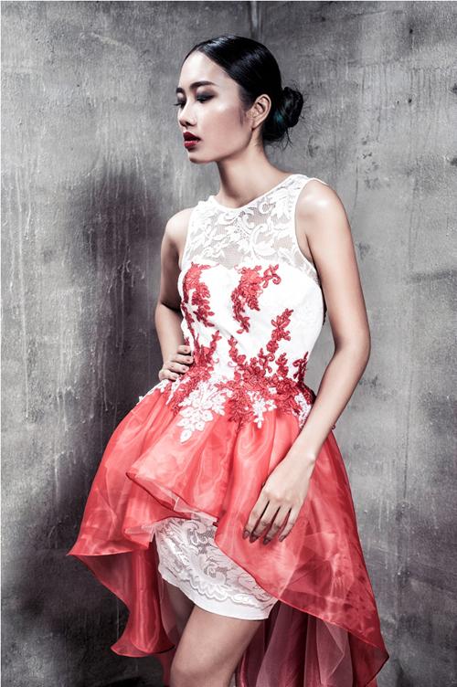 Mẫu váy ngắn tôn nét gợi cảm và giúp người mặc không kém phần quyến rũ được xây dựng trên 3 phom dáng cơ bản của váy cocktail, váy publem, váu mullet