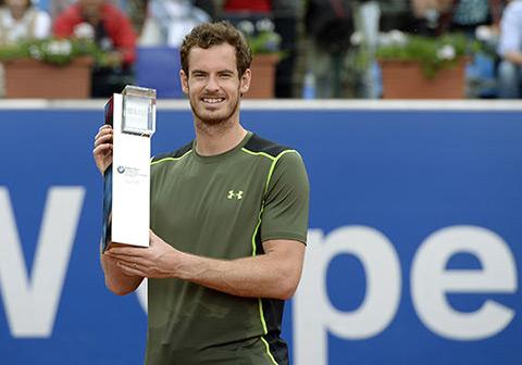 Andy Murray hân hoan với chức vô địch BMW Open hôm 4/5. Ảnh: Hello.