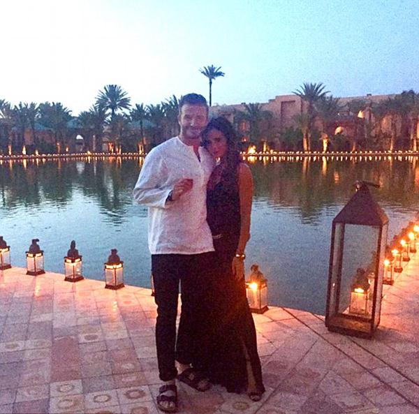 Bức ảnh chia sẻ trên Instagram của vợ chồng nhà Becks - Vic cạnh bể bơi của resort.