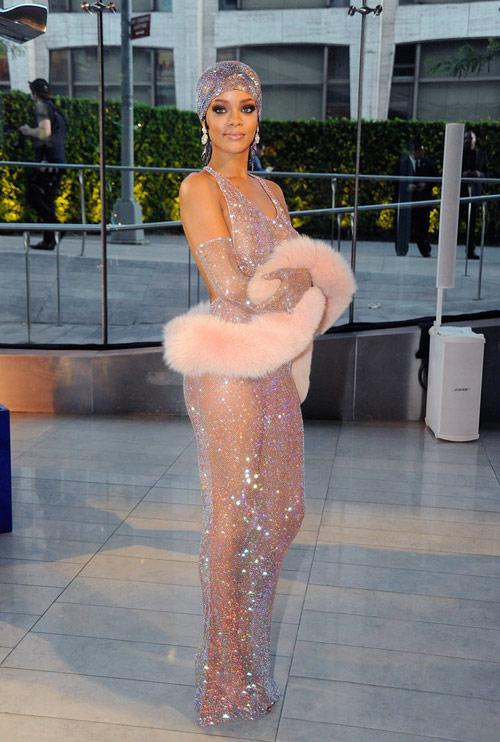 6-Rihanna-3820-1431055937.jpg