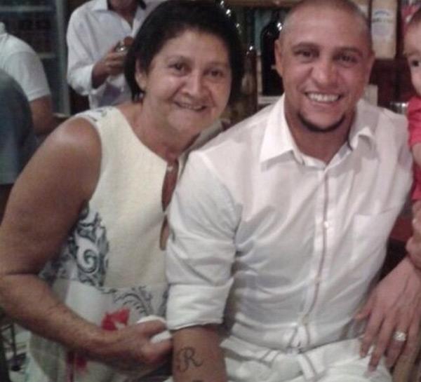 Cựu danh thủ Roberto Carlos cũng gửi lời chúc ngọt ngào tới người mẹ thân yêu.
