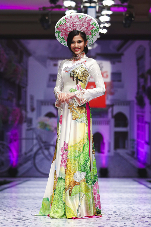 Trương Thị May nổi bật với áo dài cưới mùa hạ