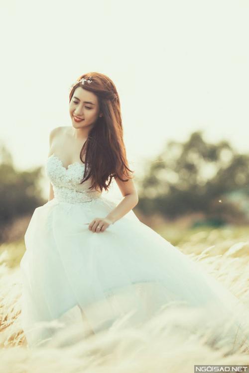 NTK Anh Thư: `Váy cưới xòe không bao giờ lỗi mốt`