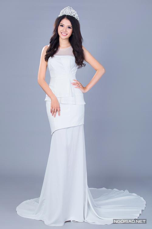 Chọn váy cưới ôm sát gợi cảm cho cô dâu Việt