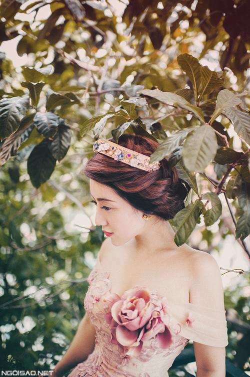 NTK Anh Thư làm cô dâu đẹp như công chúa