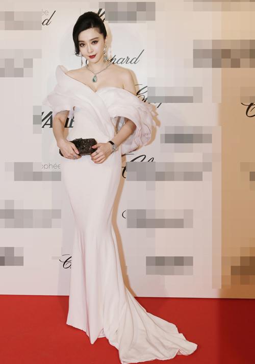 Ngày thứ 3 ở Cannes, Băng Băng tiếp tục thu hút giới truyền thông quốc tế với phong cách