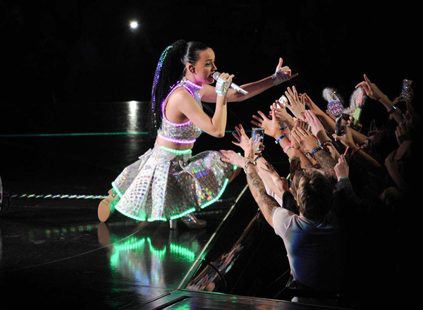 katy-perry-at-thailand-4-2981-1431921834