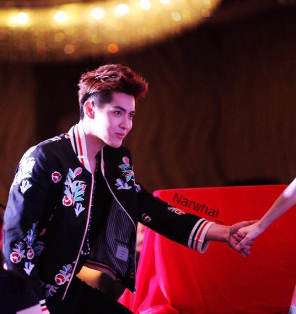Phạm Băng Băng vui vẻ bên trai trẻ sau scandal tại thảm đỏ Cannes