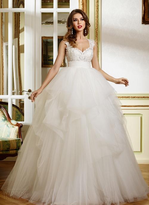 Váy cưới xòe bồng biến cô dâu thành công chúa