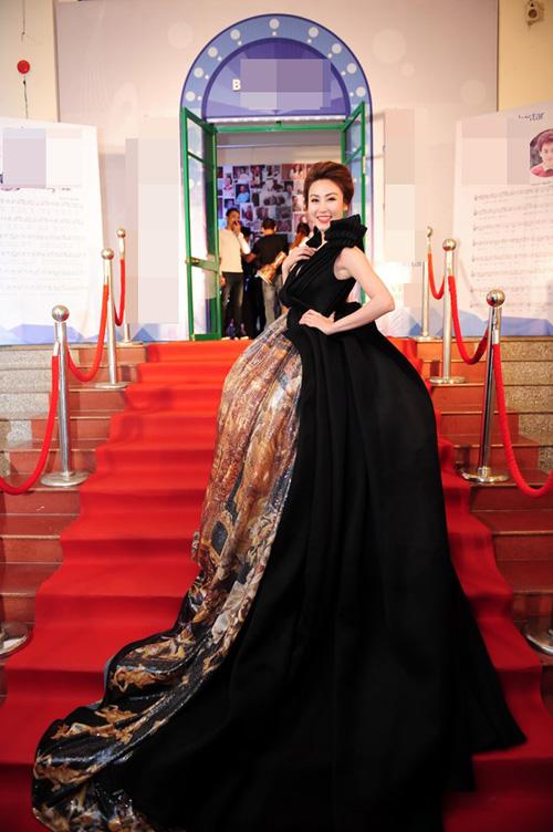 Người đẹp Việt lăng xê mốt váy 'cỡ đại'