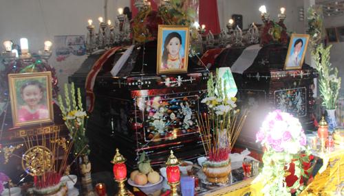 Đám tang đau đớn của cả gia đình bị phóng hỏa ở Vĩnh Long
