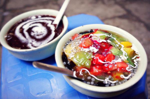 Các món chè nước ngoài lạ miệng ở Hà Nội