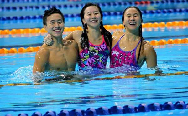 SEA Games 28 là đại hội thể thao đầu tiên cả ba chị em nhà Quah cùng tranh tài. Sau hai ngày thi đấu đầu tiên, chị cả Quah Ting Wen giành HC vàng nội dung 4x100m tự do tiếp sức. Zheng Wen giành HC vàng 100m bơi ngửa, HC bạc 200m tự do, HC bạc 100m tự do còn cô em út Jing Wen lần đầu ra quân giành HC đồng 400m hỗn hợp cá nhân nữ. Thành tích của ba chị em nhà Quah chắc chắn không dừng lại ở đây vì cả ba còn tham gia nhiều nội dung thế mạnh khác tại SEA Games tổ chức ở quê nhà.