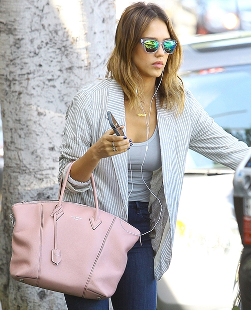 Jessica-Alba-Louis-Vuitton-Sof-5902-3607