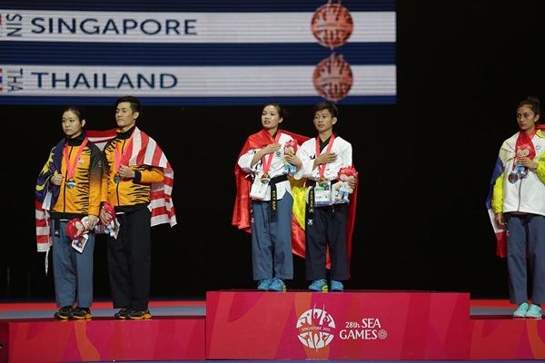 Chàng trai 17 tuổi Minh Văn xuất sắc giành HC vàng trong lần đầu thi đấu ở SEA Games.