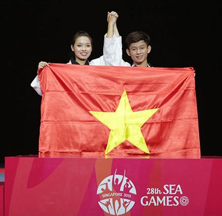 Hai chị em Minh Tú - Minh Văn