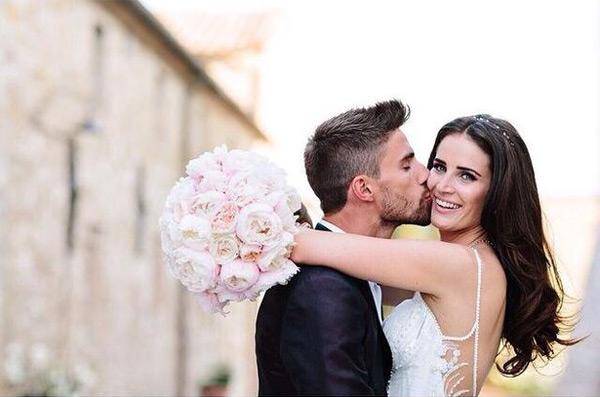 Trên trang cá nhân, chân sút người Italy khoe ảnh cưới cùng tâm sự ngọt ngào rằng Erin O