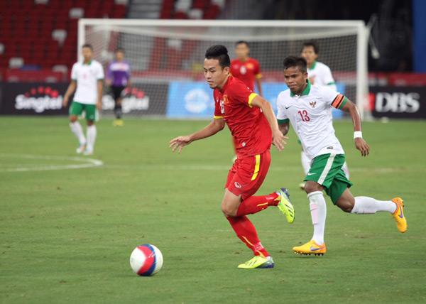 Trận tranh HC đồng môn bóng đá nam giữa U23 Việt Nam và U23 Indonesia diễn ra chiều nay. Ngay ở phút 13, Huy Toàn có pha đi bóng dứt điểm trúng tay cầu thủ Indonesia trong vòng cấm