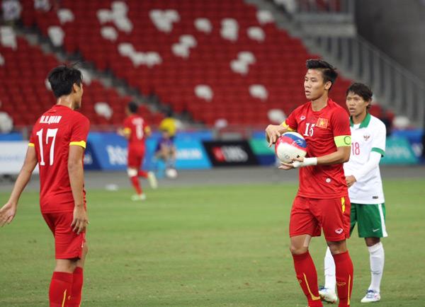 Trận tranh HC đồng môn bóng đá nam giữa U23 Việt Nam và U23 Indonesia diễn ra chiều nay. Ngay ở phút 13, Huy Toàn có pha đi bóng dứt điểm trúng tay cầu thủ Indonesia trong vòng cấm và trọng tài chỉ tay vào chấm phạt đền. Hai người được chọn đá 11m trong đội là Công Phượng và Huy Toàn. Tuy nhiên, đội trưởng Ngọc Hải quyết định cầm bóng đưa Hồng Quân thực hiện cú đá.