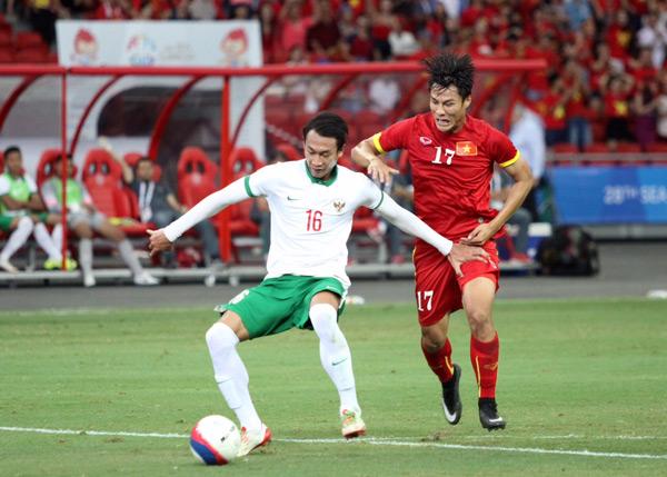Tiền đạo Việt kiều đã khóc nức nở, xin lỗi người hâm mộ sau trận bán kết đáng quên hôm 13/5.