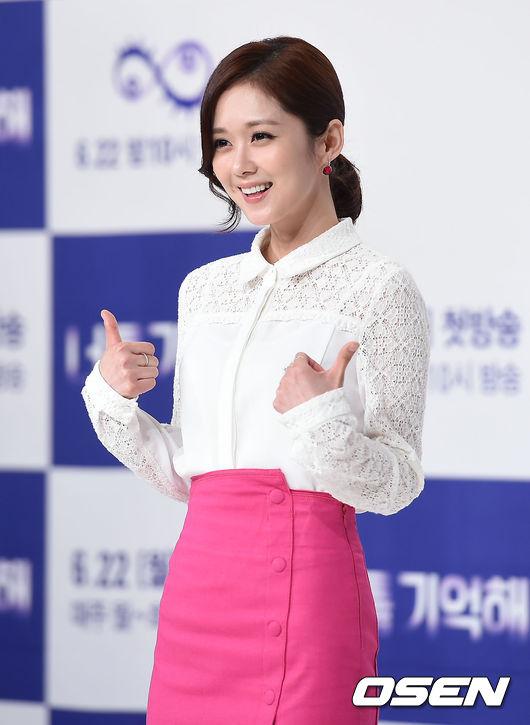 Jang Nara dự buổi họp báo ra mắt phim mới 'I Remember You', sự kiện diễn ra chiều