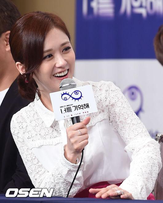 Jang Nara hút hồn trai trẻ bởi vẻ đẹp 'quên tuổi'