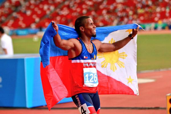 Rút kinh nghiệm hôm trước, sau khi giành HC vàng 400m vượt rào, Eric Cray