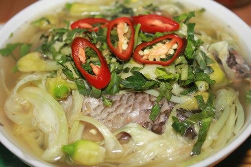 So đũa được xem là một loại hoa mang hương đồng gió nội. Ngoài nấu với cá rô, loại hoa này còn có thể mang nấu canh tôm tươi hoặc chế biến các món xào, luộc đều rất ngọt và ngon.