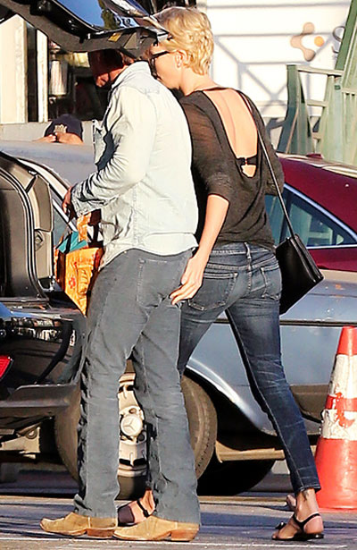 Đến ngày 22/1, Sean Penn đã xác nhận mối quan hệ lãng mạn của anh và Charlize Theron trong cuộc trò chuyện với Piers Morgan - biên tập viên nổi tiếng của CNN.