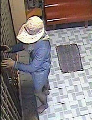 Trước đó 6 tháng, tên trộm với hình dạng tương tự cũng đột nhập vào tiệm vàng tại TP Cần Thơ lấy đi gần 2 tỷ đồng. Ảnh: Cửu Long
